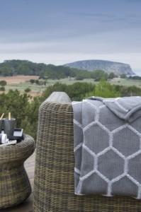 Le-coperte-per-l-outdoor-Tricot-di-Paola-Navone_oggetto_editoriale_620x465