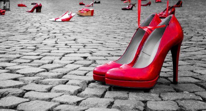 Scarpa rossa calzino bianco corto Twelveglances